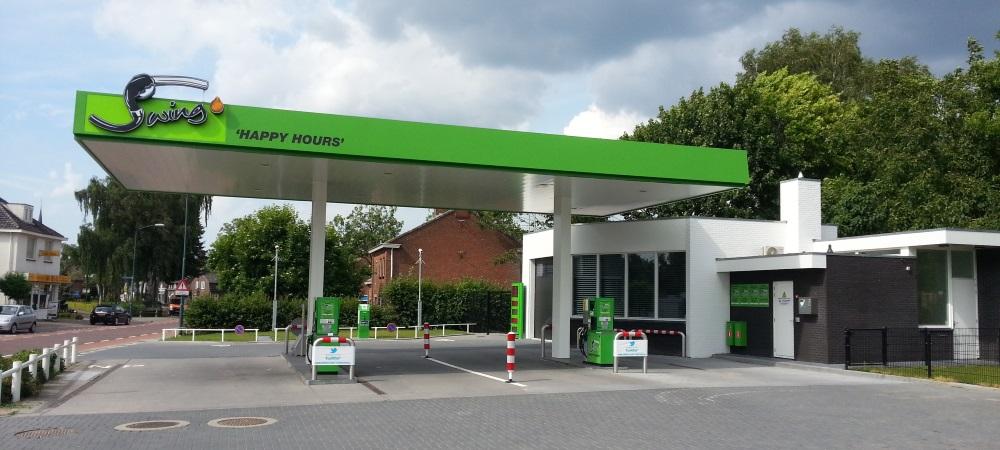 bezoekers onbemand tankstation